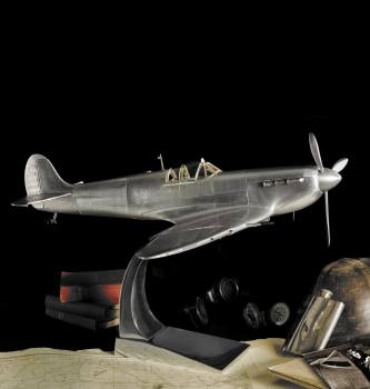 Center piece Spitfire model 75cm wing span £621